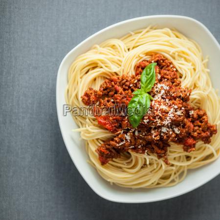 spaghetti bolognese mit rindfleischminze
