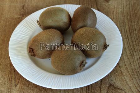 plate of kiwi fruit
