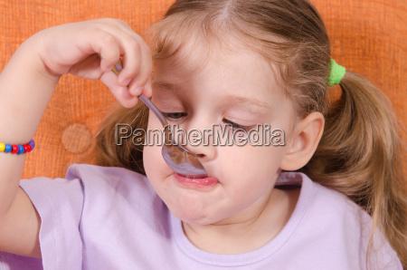 suesses drei zahn zacken putzig komisch