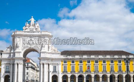 historische gebaeude in lissabon portugal