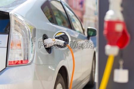 elektro auto in der ladestation