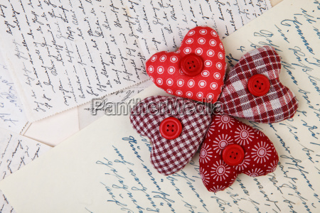 stoffherzen and old handwritten letters