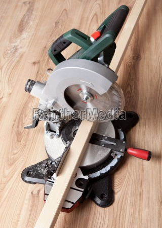 electrical saw with circular blade
