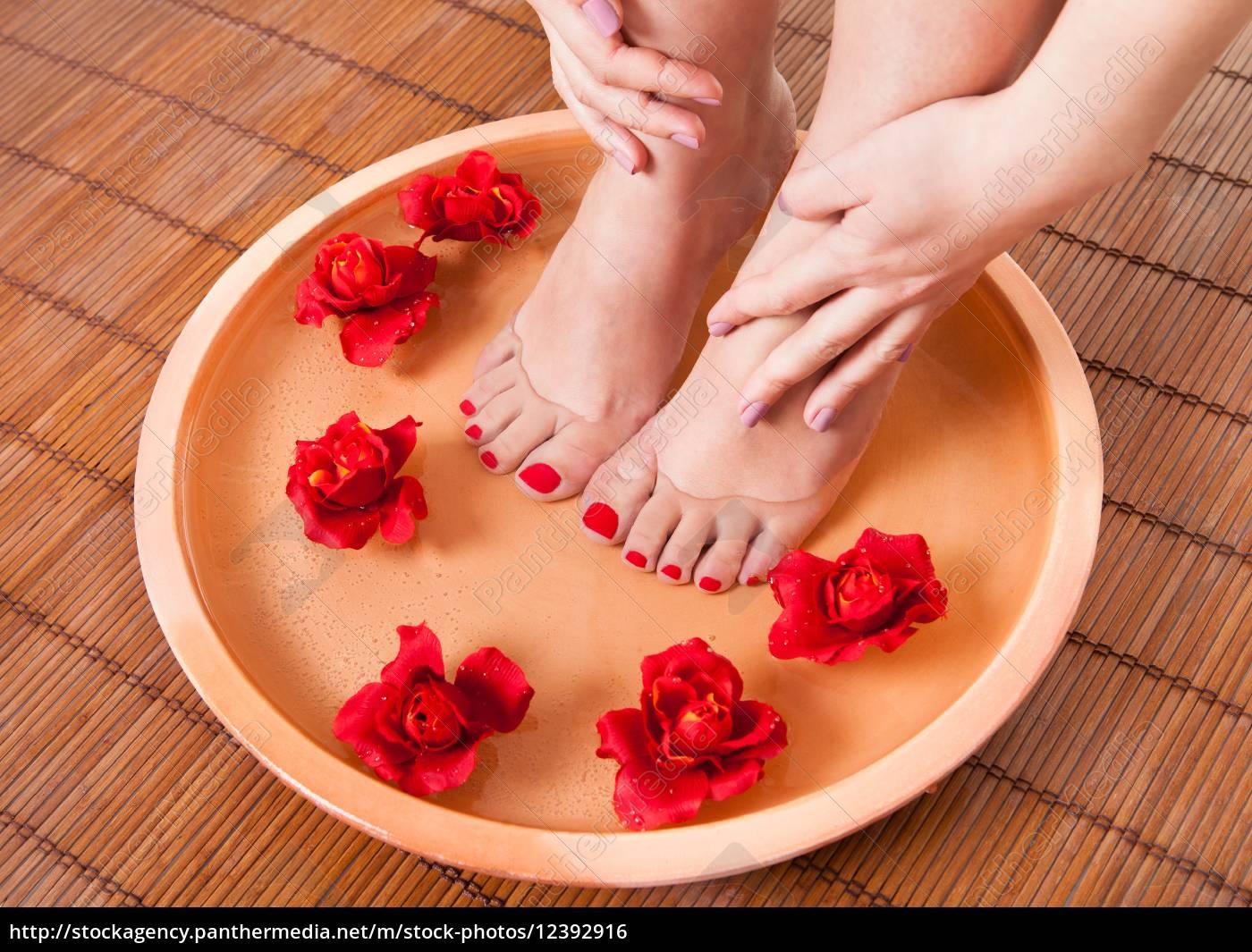 weibliche, füße, bekommen, aromatherapie - 12392916