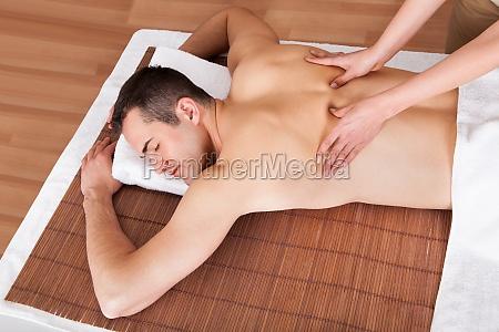 sport sexy knackig ruecken behandlung massage