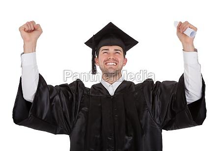 froehliche junge mann graduierung