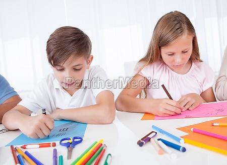 portraet von maedchen und jungen zeichnung
