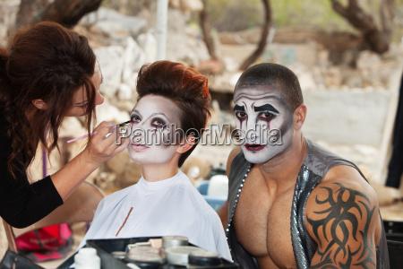 clowns bekommen make up