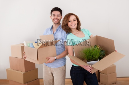 young couple holding cardbox