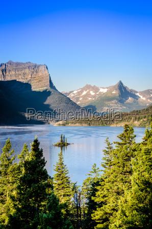 vertikale landschaftsansicht des gebirgszugs in gletscher