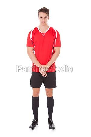 junger maennerfussballspieler
