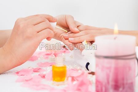 manikuere anwendung nagellack