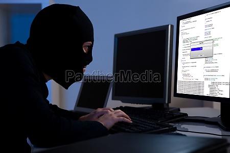 hacker herunterladen von informationen aus einem