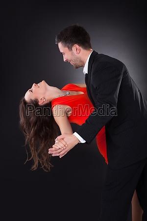 junge paar tanzen