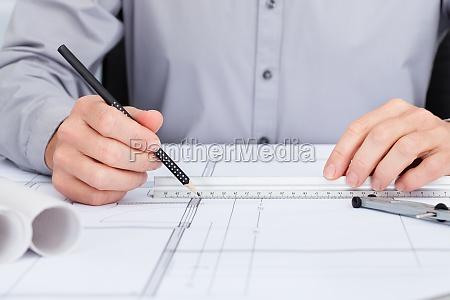 architekt zeichnung auf plan