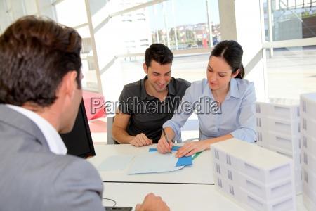 paare in der real estate agency