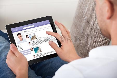 profil bildschirm tablette website leinwand grasend