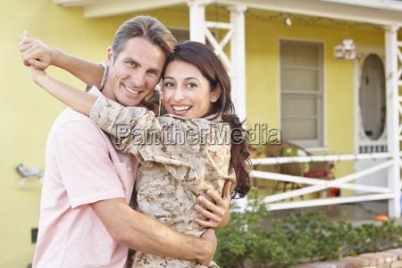 house home soldier husband wife welcoming