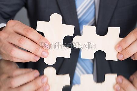 haende verbinden puzzle pices