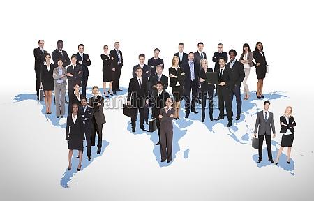 le persone daffari multietniche in piedi