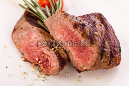 medium gebratenes rindersteak filet mit pfeffer
