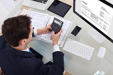 geschaeftsmann berechnung der steuer