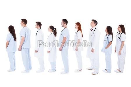 grosse gruppe von medizinischem personal in