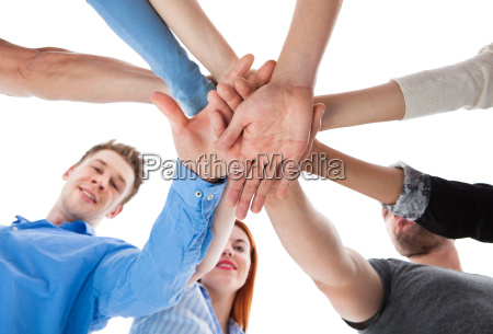 geschaeft team gruppe haende zusammen zusammenarbeiten