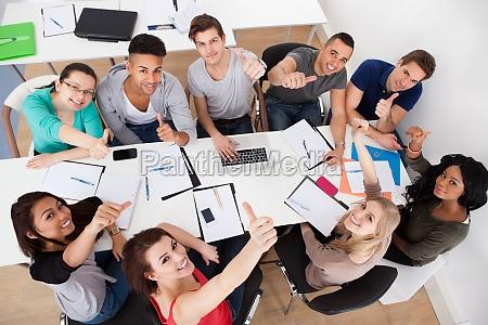 die studenten der universitaet tun group