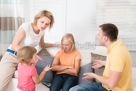 wuetend upset familie die argument