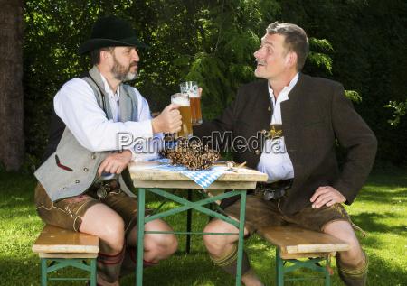 zwei bayerische maenner