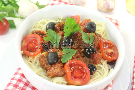 spaghetti alla puttanesca with olives
