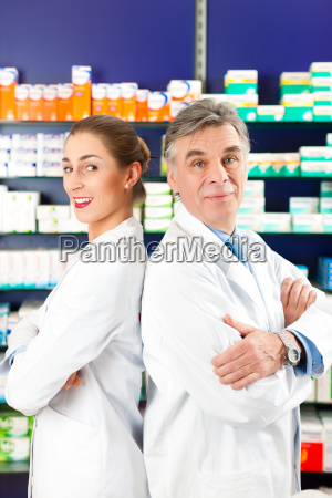 pharmacists consult in pharmacy