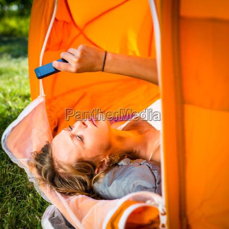 donna donne allaperto campeggio tenda facilitare