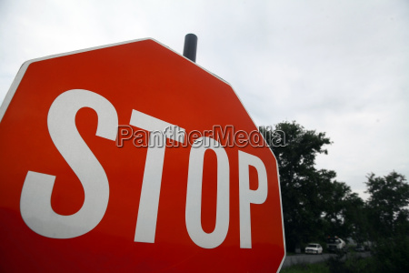 red stop schild