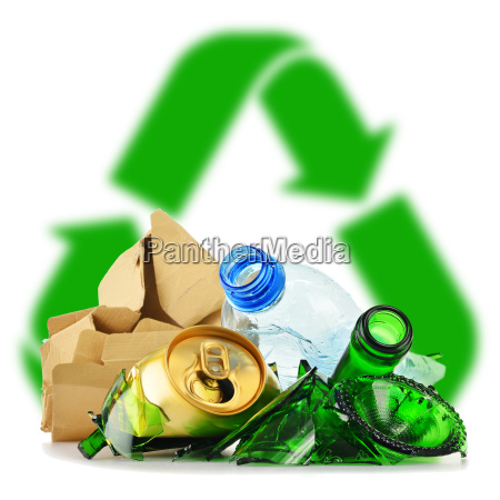 recycelbarer muell aus glas kunststoff metall