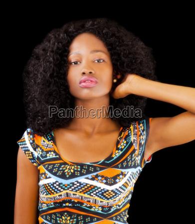 attraktive african american teen frau gemusterten