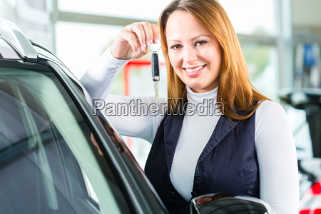 woman or customer with new car