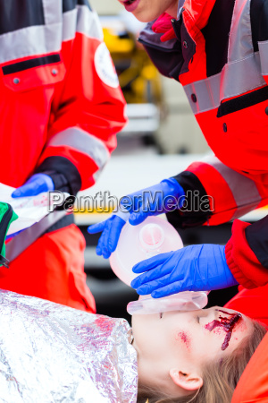 notaertze respiration injured woman