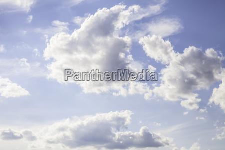 dynamische blauen himmel