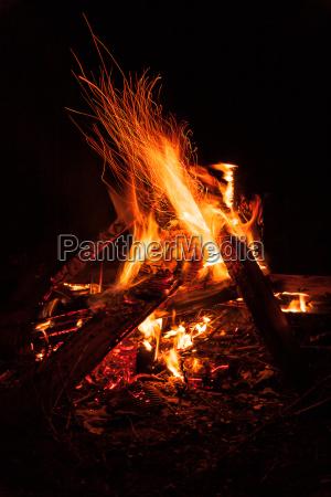 bonfire in der nacht