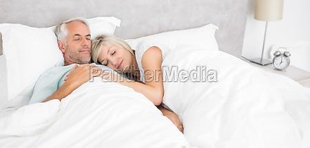 donna casa costruzione relax femminile letto