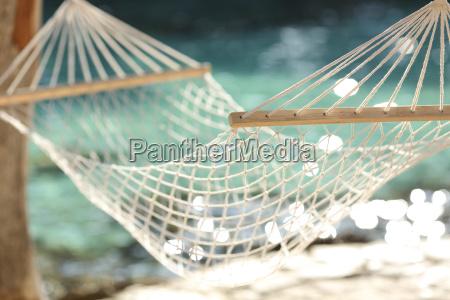haengematte auf einem tropischen strand resort