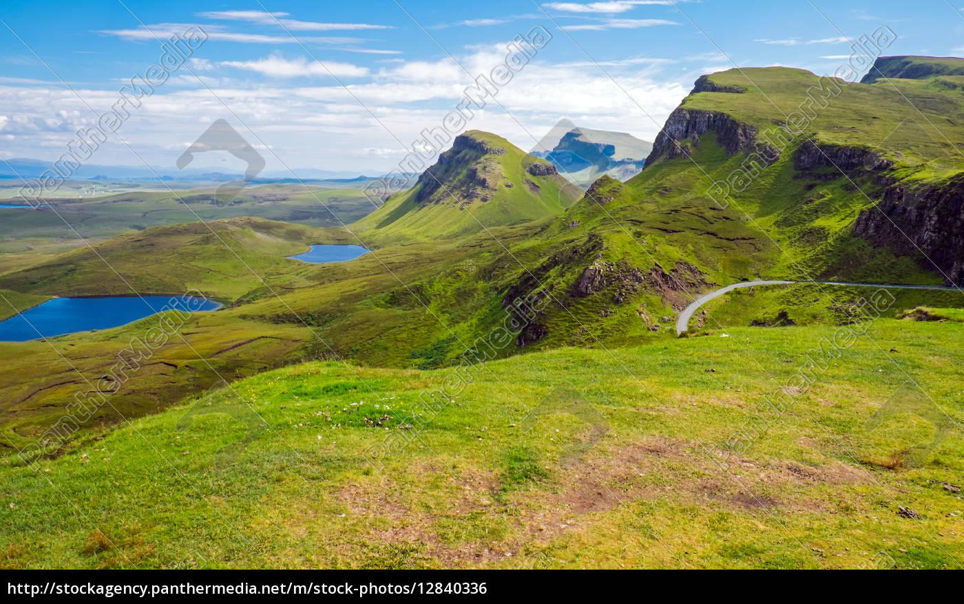 Grüne Landschaft auf der Isle of Skye in Schottland - Lizenzfreies ...