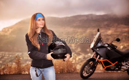 schöne, radfahrermädchen - 12859702