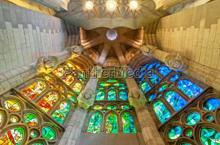 sagrada familia von barcelona in spanien