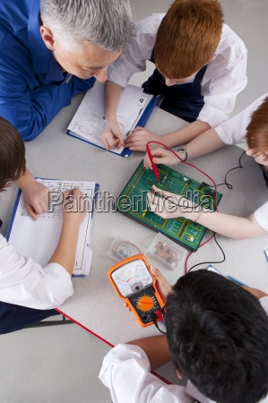 lehrer, beobachten, studenten, auf, elektronische, gerät - 12880594