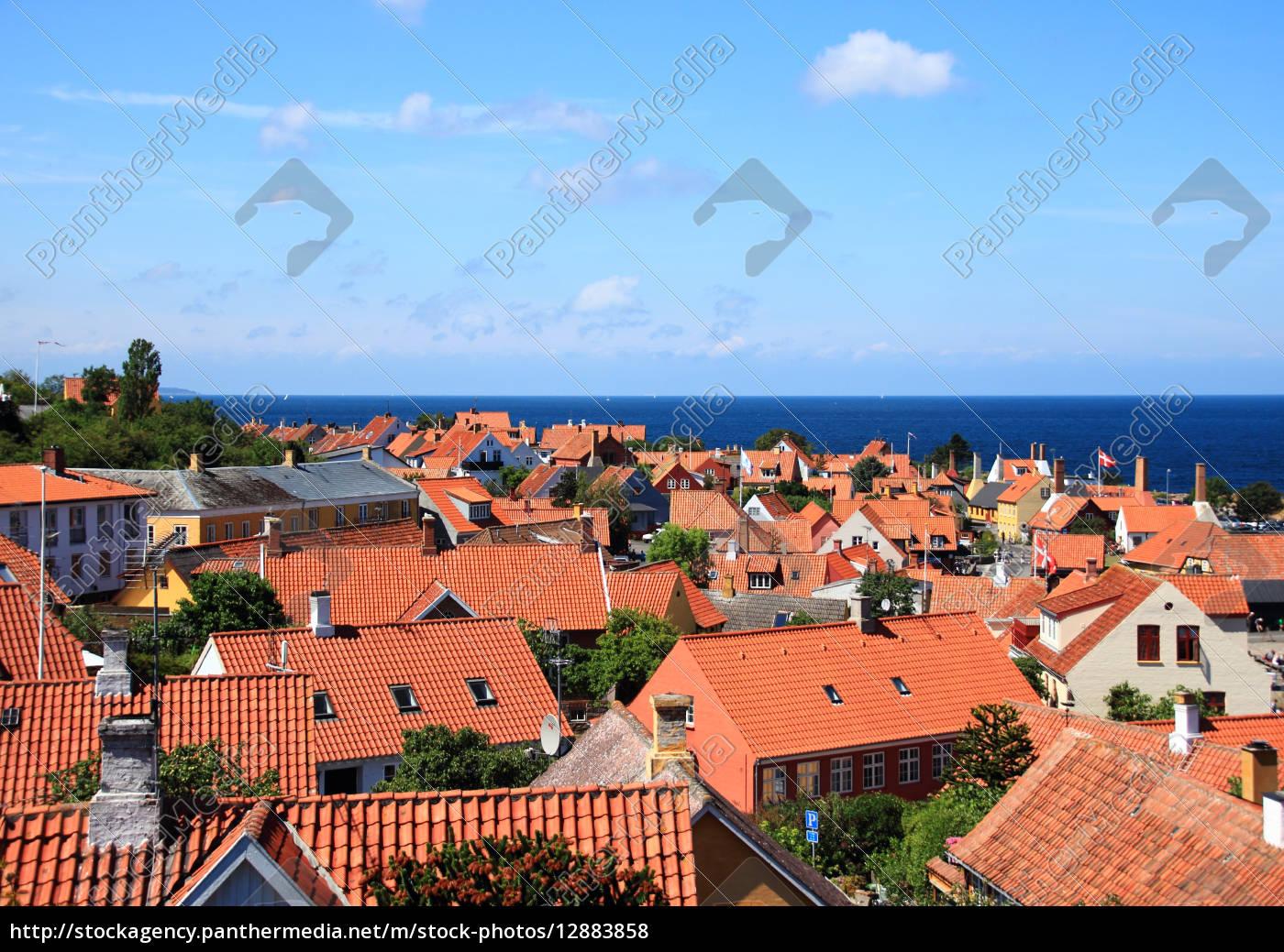 rote, dächer, und, ozean, in, gudhjem - 12883858