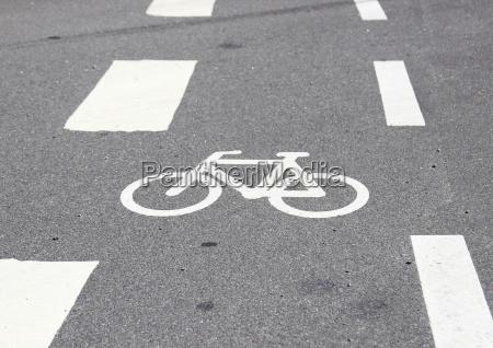 horizontal fahrrad zeichen auf asphalt mit