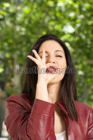 handbewegung zunge frech aufdringlich aufmuepfig dreist